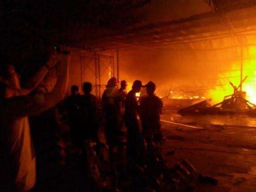 Breaking News: Kebakaran Toko Istana Sukarame Bandar Lampung Padam Pukul 20.30