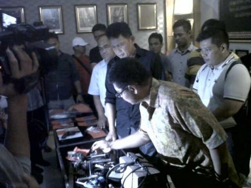 Ekspose Polda Lampung di ruang lobi setempat dan dihadiri Kapolda Brigjen Edward Syah Pernong, Minggu malam, 1/11/2015. | Andi Apriyadi/jejamo.com