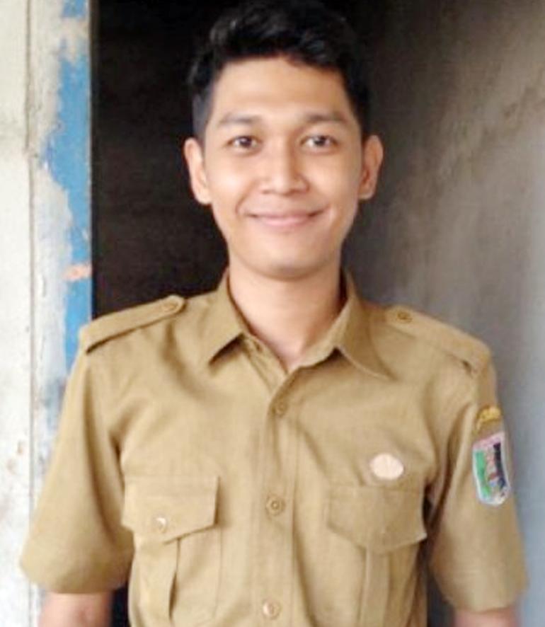 Faris Pratama, tenaga pendidik di SMP PGRI 1 Gunung Pelindung. | Winar/Jejamo.com