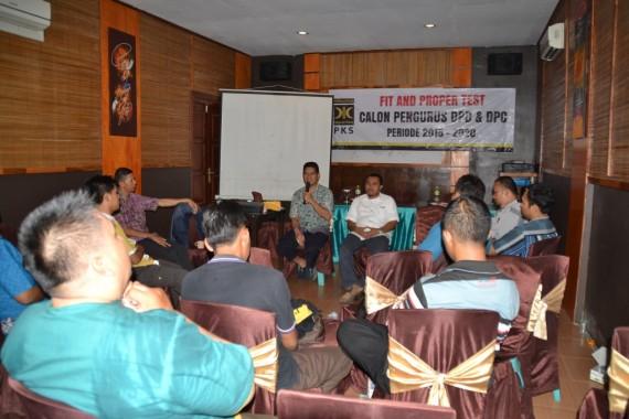 Suasana fit and proper test calon pengurus DPD PKS Bandar Lampung di Rumah Makan Kampung Bambu, Minggu, 15/11/2015. | Humas DPD PKS Bandar Lampung