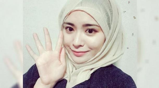 Wow!!! Gadis Korea Cantik Berhijab Ini Bikin Klepek-Klepek