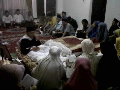 Almarhumah Hj Nur Almah, ibunda Alzier Dianis Thabranie disemayamkan di rumah duka | Andi/jejamo.com