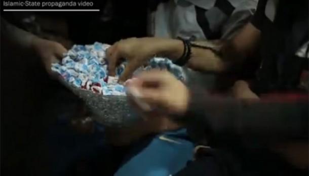 ISIS Bagi-Bagi Permen