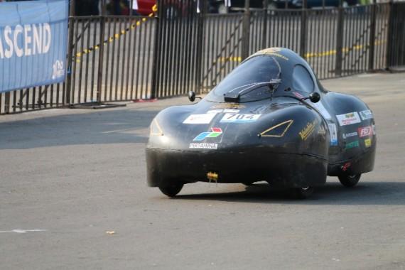 Mahasiswa Universitas Indonesia Bikin Mobil Super Irit