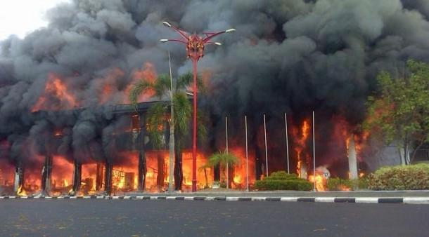 Kantor Gubernur Kalteng Terbakar