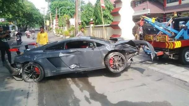 Lamborghini Hajar Warung Jamu, 1 Orang Tewas