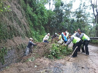 Longsor menjadi salah satu bencana yang harus diwaspadai masyarakat di musim penghujan (Ilustrasi). | Jejamo.com