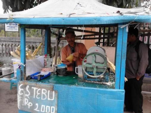 Abdul Penjual Es Tebu IAIN Raden Intan Lampung, Mau Anaknya Jadi Magister