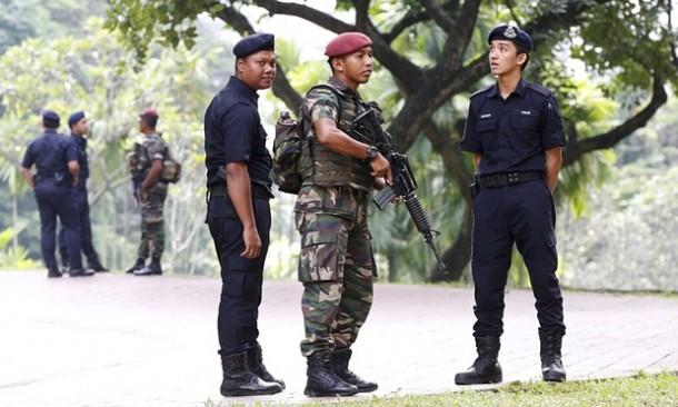 Polisi dan militer Malaysia meningkatkan keamanan jelang KTT Asean | Reuters