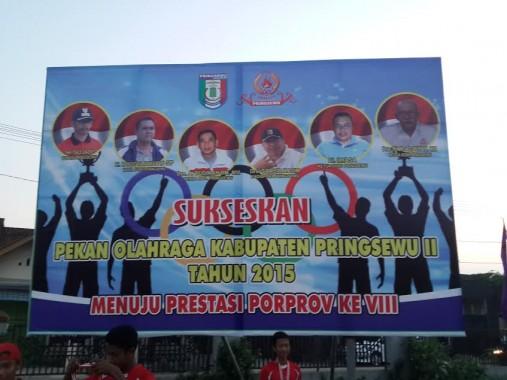 Porkab Pringsewu ditutup Bupati Sujadi Saddat di Lapangan Kuncup, Sabtu sore, 28/11/2015. | Nur Kholik/Jejamo.com