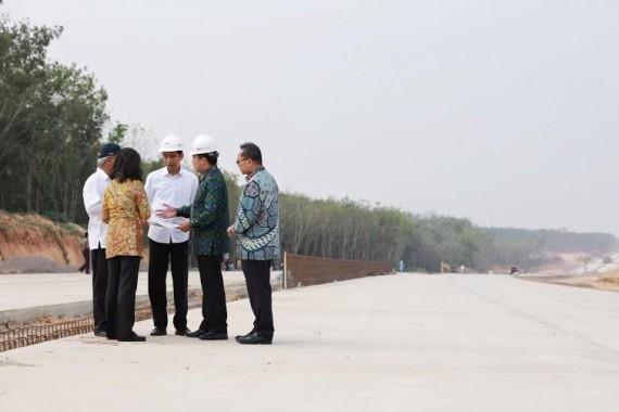 Presiden Jokowi saat mengunjungi pembangunan JJTS di Lampung | ist
