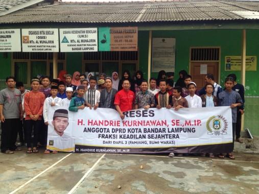 Anggota Fraksi PKS DPRD Bandar Lampung Handrie Kurniawan (nomor enam dari kanan) mengisi reses
