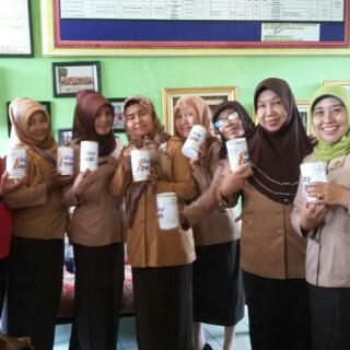 Guru-guru SDN 2 Sawahlama, Tanjungkarang Timur, Bandar Lampung, mengikuti One Day One Thousand (ODOT) Yatim Mandiri Lampung. | Ist