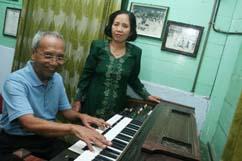Sartono (kiri) pencipta lagu Hymne Guru, semasa hidup. | situsguru.com