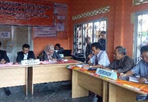 Musyawarah gugatan sengketa Pilkada yang diajukan Calon Bupati Lamtim Erwin Arifin terhadap KPU setempat, Selasa, 17/11/2015 | Winar/jejamo.com