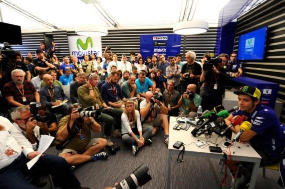 Makin Termotivasi, Rossi Isyaratkan Ingin Bertahan di MotoGP Hingga 2017