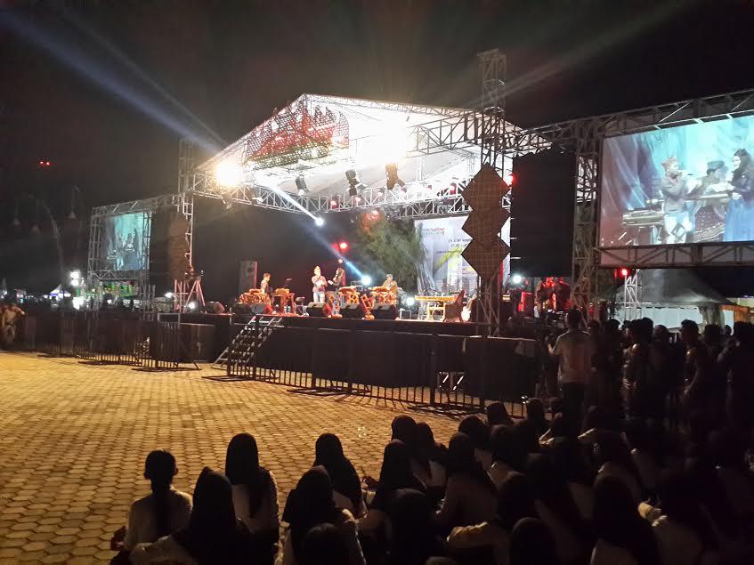 Pembukaan Festival Bambu Nusantara di komplek perkantoran Pemkab Pringsewu, Minggu malam, 29/11/2015. | Nur Kholik