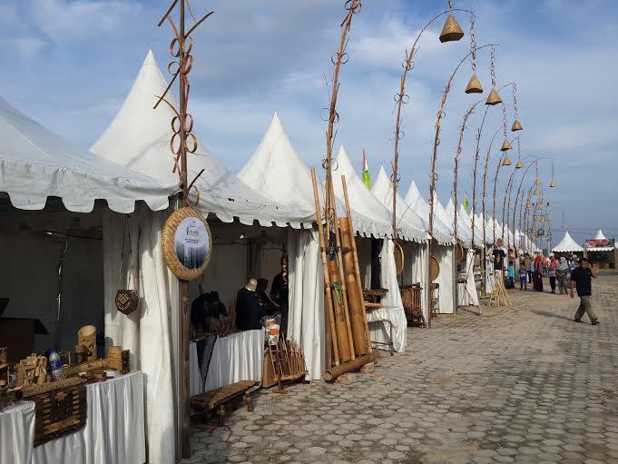 Stand kesenian bambu dalam acara Festival Bambu Nusantara di komplek perkantoran Pemda Pringsewu. | Nur Kholik/Jejamo.com