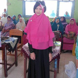 Salah satu penampilan peserta lomba memakai jilbab Syar'i yang digelar  Salimah Lampung Tengah. | Leli/Jejamo.com