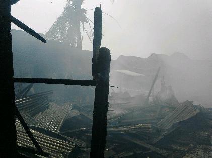 Breaking News: Si Jago Merah Hanguskan Empat Rumah di Palapa Kelurahan Gunung Terang