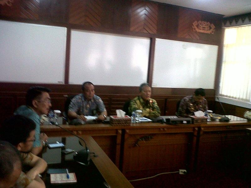 PLN Lampung memberikan keterangan kepada awak media terkait pemadaman listrik yang terus berlangsung akhir-akhir ini, Jumat 27/11/2015. | Widya/Jejamo.com