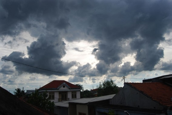 Prakiraan Cuaca: Hujan Lebat Disertai Petir di Pesisir Barat, Tanggamus, dan Pesawaran