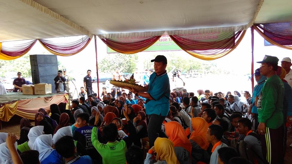 Bupati Lampung Tengah dalam perayaan Hari Kesehatan Nasional di Gunung Sugih, Jumat 06/11/2015. | Raeza/Jejamo.com