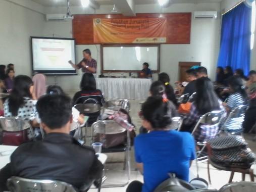 Pelatihan jurnalistik UKM Karintas STIE Gentiaras bersama Lampost, Kamis 26/11/2015. | Sigit/Jejamo.com