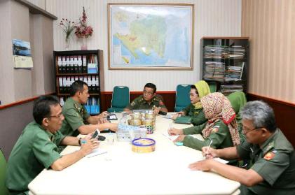 Rapat persiapan menyambut Kemenko PMK dalam rangka gerakan pelestarian kopi sebagai salah satu warisan budaya di Provinsi Lampung, Senin 16/11/2015. | Sugiono/Jejamo.com