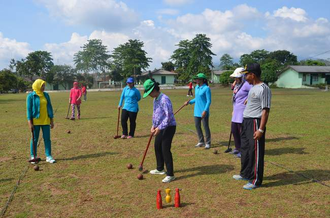 Persit Korem 043/Gatam Gelar Latihan Wood Ball