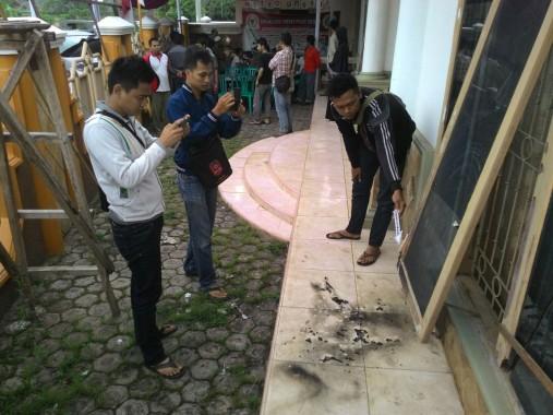 Duarr! Rumah Calon Wali Kota Metro Abdul Hakim Dilempar Molotov