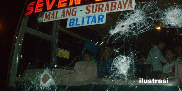 Bus Dilempari Batu, Satu Aremania Tewas Dua Kritis