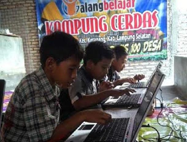 Anak-anak peserta kursus komputer gratis | Heri/jejamo.com