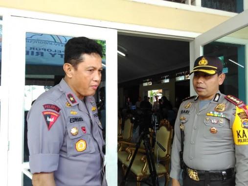 SulpakarSalurkan Hak Suara di TPS 4 Bandar Lampung