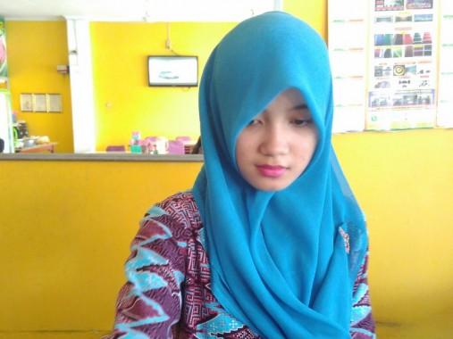 Reni Sundari, kasir cantik Rumah Makan Dua Saudara di Bandar Lampung. | Andi Apriyadi/jejamo.com