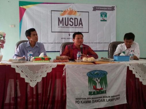 Wakil Ketua DPRD Bandar Lampung Nandang Hendrawan (tengah) membuka Musda KAMMI Bandar Lampung di Asrama Haji, Sabtu, 5/12/2015. | Aan Kurniawan/Jejamo.com
