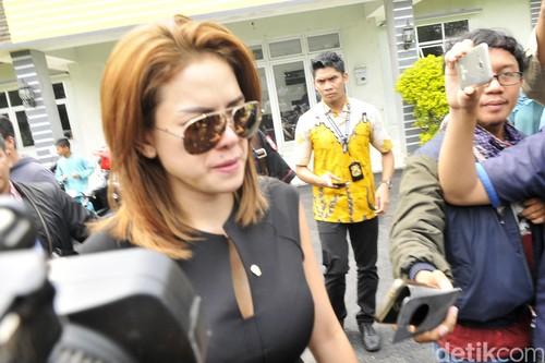 Duh Senangnya PNS Cantik Dinsos Lampung Nia Foto Bareng Mensos Khofifah