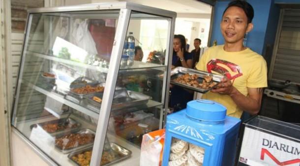 Sibuk Jualan Bubur Manado, Norman Kamaru Mengaku Kangen Jadi Brimob