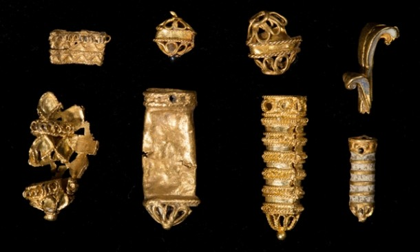 Perhiasan Ini Jatuh 500 Tahun Lalu di Sungai Thames Inggris