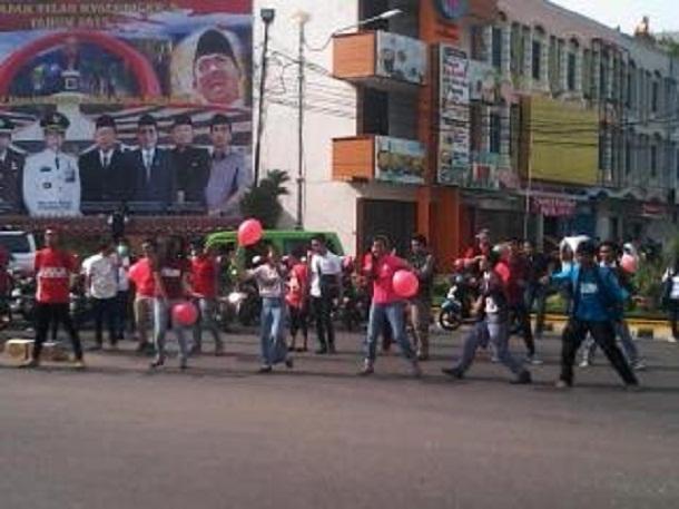 Aksi Simpatik Peringatan Hari AIDS Sedunia digelar di Bundaran Gajah