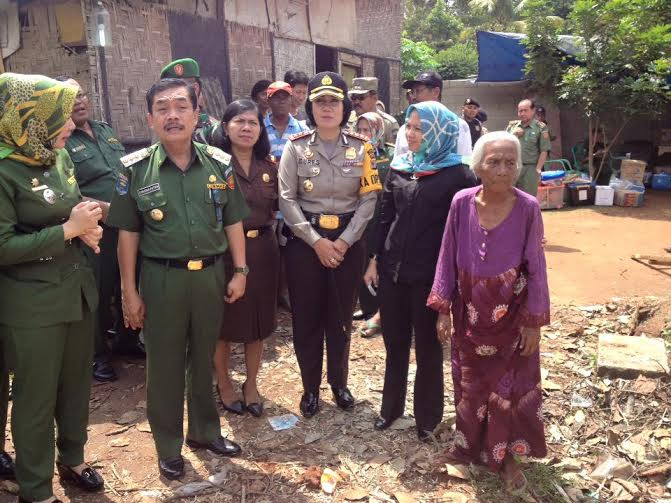 Penjabat Wali Kota Metro Beri Bantuan Warga Korban Pohon Tumbang