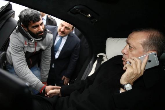Pulang Sholat Jumat, Presiden Turki Selamatkan Pria yang Hendak Bunuh Duri