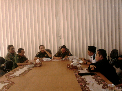 Rifki wirawan menerima para pengunjukrasa yang menuntut Pemprov Lampung Copot Tauhidi, Senin, 21/12/2015 | Sugiono/jejamo.com
