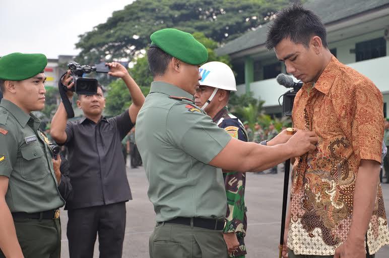 Upacara pemberhentian aparat TNI-AD yang terlibat kasus narkoba, di Markas Komando Korem 043 Gatam, Bandar Lampung, Senin, 28/12/2015. | Ist.