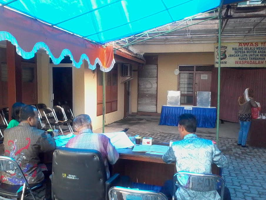 TPS 1 Bandar Lampung, TPS dimana calon wali kota Bandar Lampung M. Yunus menyoblos, hingga pukul 09.00 Wib terlihat sepi. | Sigit/Jejamo.com