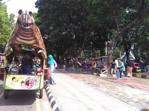 Libur Natal dan Jelang Tahun Baru, Taman Merdeka Kota Metro Dipadati Pengunjung
