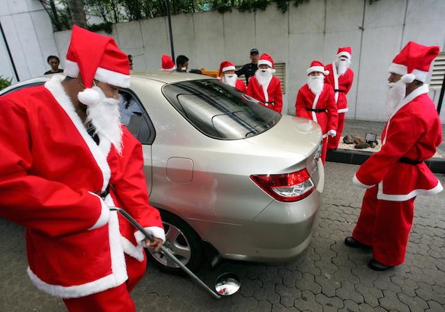 MUI Minta Pusat Perbelanjaan Tak Wajibkan Karyawan Muslim Pakai Topi Santa