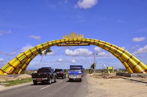 Jalan Lintas Barat Pringsewu tepatnya di titik Tugu Selamat Datang Pringsewu | ist
