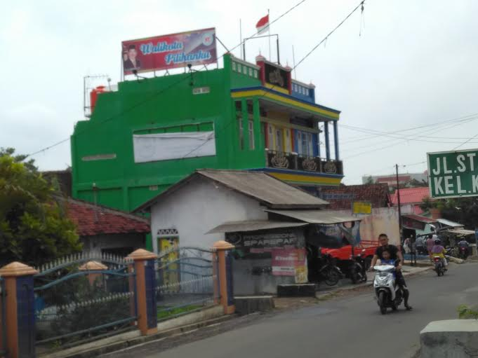 Astaga, H-1 Masih Ada APK Terpampang di Bandar Lampung