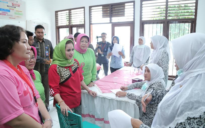 Istri Gubernur Menangis di Lapas Way Hui Bandar Lampung